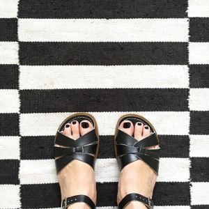 SALT-WATER-SANDALS-BLACK